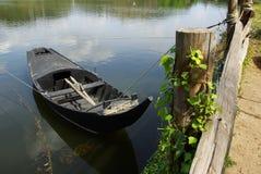 在海岸线的划艇 库存图片