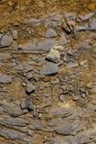 在海岸线的小岩石自然背景 库存照片