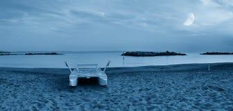 在海岸线的小船 库存照片