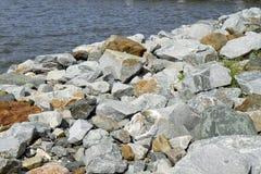 在海岸线的岩石 免版税库存照片