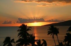 在海岸线的日落 Maalaea海湾,毛伊,夏威夷 免版税库存照片