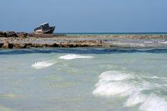 在海岸线的海难 库存图片