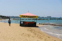 在海岸线的海滩 免版税库存照片