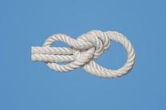 在海岸线的船首带缆 免版税库存照片