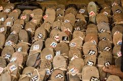 在海得拉巴清真寺的鞋子 免版税库存图片