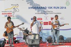 在海得拉巴10K奔跑事件的实况音乐 免版税库存照片