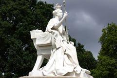 在海德公园的女王维多利亚雕象 库存图片