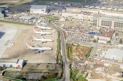 在海斯罗的英国航空公司飞机,从上面 库存照片