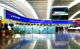 在海斯罗终端5的英国航空公司书桌 免版税库存图片