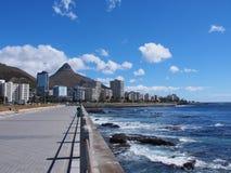 在海旁边的路在开普敦,南非 免版税图库摄影