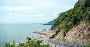 在海旁边的路:Nang Phaya观点(Chalerm Burapa 免版税库存图片