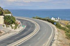在海旁边的路 免版税库存图片