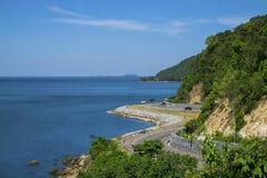 在海旁边的路 免版税库存照片