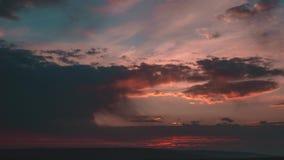 在海时间膝部4K的多云日落 影视素材