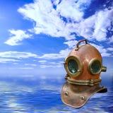 在海景的古色古香的潜水盔甲 库存照片