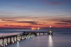 在海桥梁的日出在布尔加斯海湾 图库摄影
