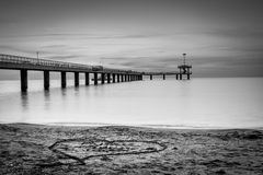 在海桥梁的日出在布尔加斯海湾 免版税库存图片