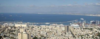 在海法口岸以色列的游轮 免版税库存图片