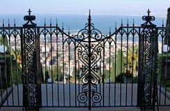 在海法给上部大阳台Bahai庭院装门 免版税库存图片
