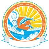 在海波浪的海豚。传染媒介自然海景标签 皇族释放例证