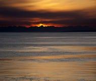 在海洋之上的日落 库存图片
