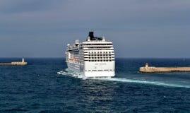 在海洋彼岸的船,马耳他 免版税图库摄影