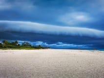 在海洋的云彩 免版税库存照片