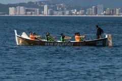 在海洋的划船队在Palamos,肋前缘Brava在西班牙 05 20 2018年西班牙 免版税库存图片