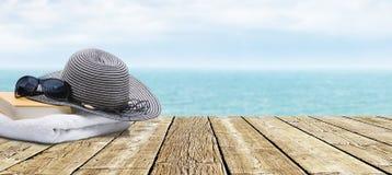 在海洋的大阳台 免版税库存照片