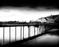在海洋的对角挪威桥梁 库存图片