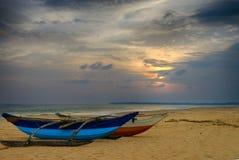 在海洋的岸的渔船 图库摄影
