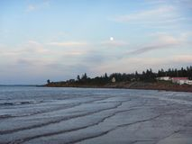 在海洋的月出, pugwash新斯科舍 免版税图库摄影