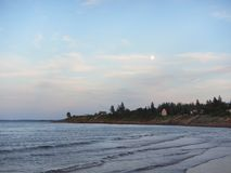 在海洋的月出, pugwash新斯科舍 库存图片