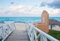 在海洋的海滩 免版税图库摄影