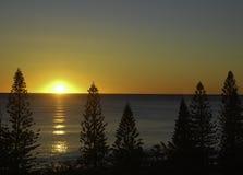 在海洋的美妙的日落 库存照片