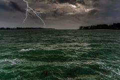 在海洋的雷暴 库存照片