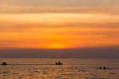 在海洋的风景日落 免版税库存图片