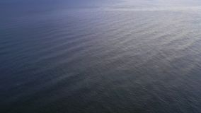在海洋表面下看法的上面  影视素材