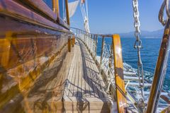 在海洋远航期间的豪华游艇滑车 免版税图库摄影