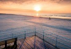 在海洋鸟瞰图的日出 免版税库存图片