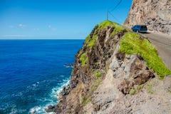 在海洋,毛伊,夏威夷旁边的路 库存照片