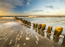 在海海滩的日落 免版税库存照片
