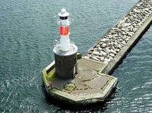 在海港入口的灯塔奥尔胡斯(丹麦) 免版税库存图片