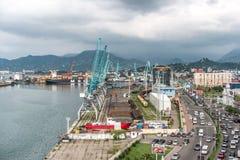 在海港,巴统,乔治亚的工业起重机 免版税库存照片