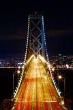 在海湾桥梁的高峰时间 免版税库存图片