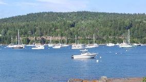 在海湾的小船 免版税库存照片