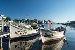 在海湾的小船Nessebar,保加利亚,夏天下午4 免版税库存照片