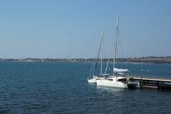 在海湾的游艇 库存照片