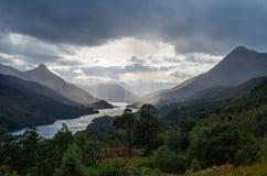 在海湾的美好的日落在苏格兰,伟大的Brittain leven 免版税库存图片