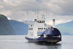 在海湾的轮渡 免版税库存图片